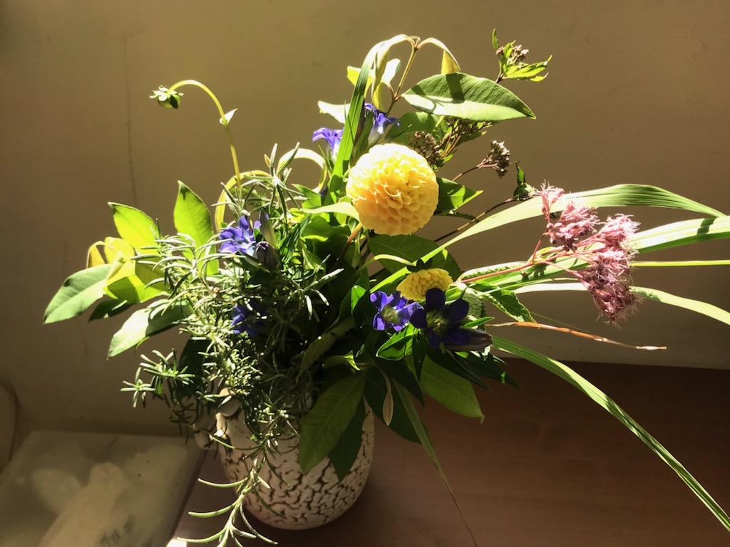 レモングラスとローズマリー、レモンマートルの花束